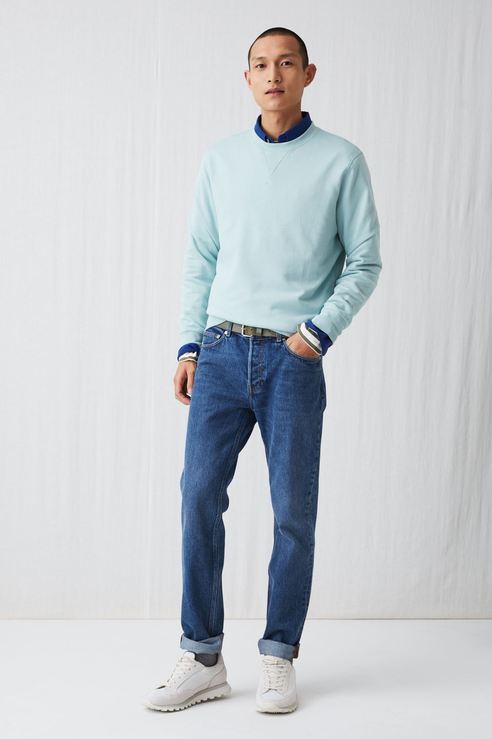 Model front image of Arket french terry sweatshirt in turquoise