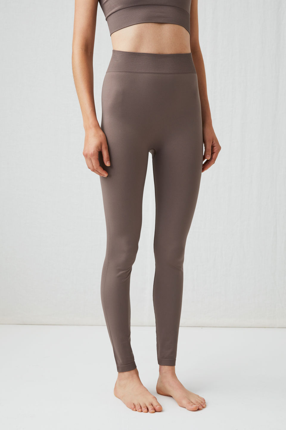 Model side image of Arket seamless yoga tights in beige
