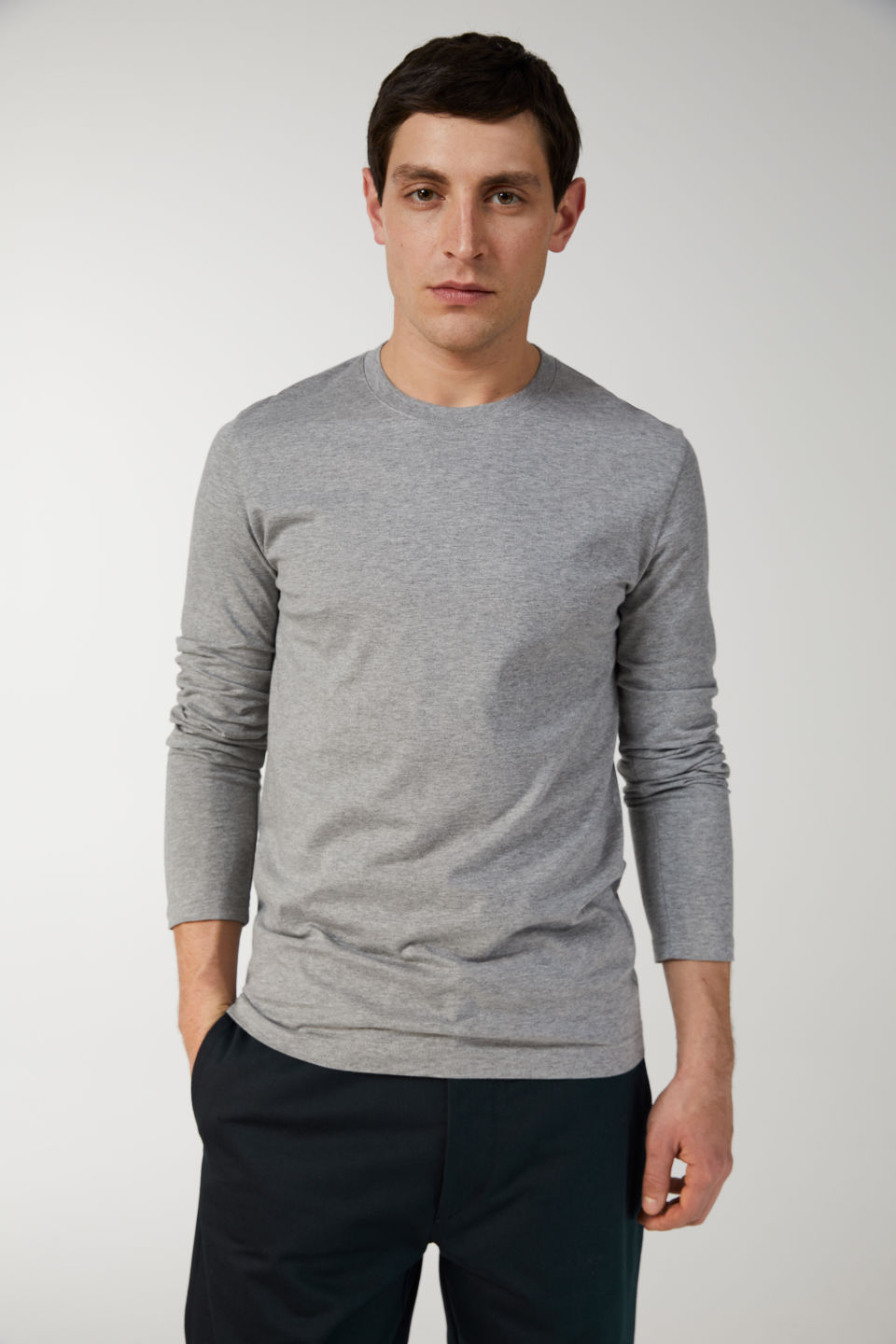 Model front image of Arket 170 gsm long sleeve in grey