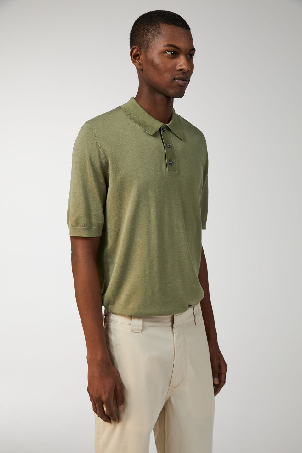 Model front image of Arket fine knit polo shirt in green