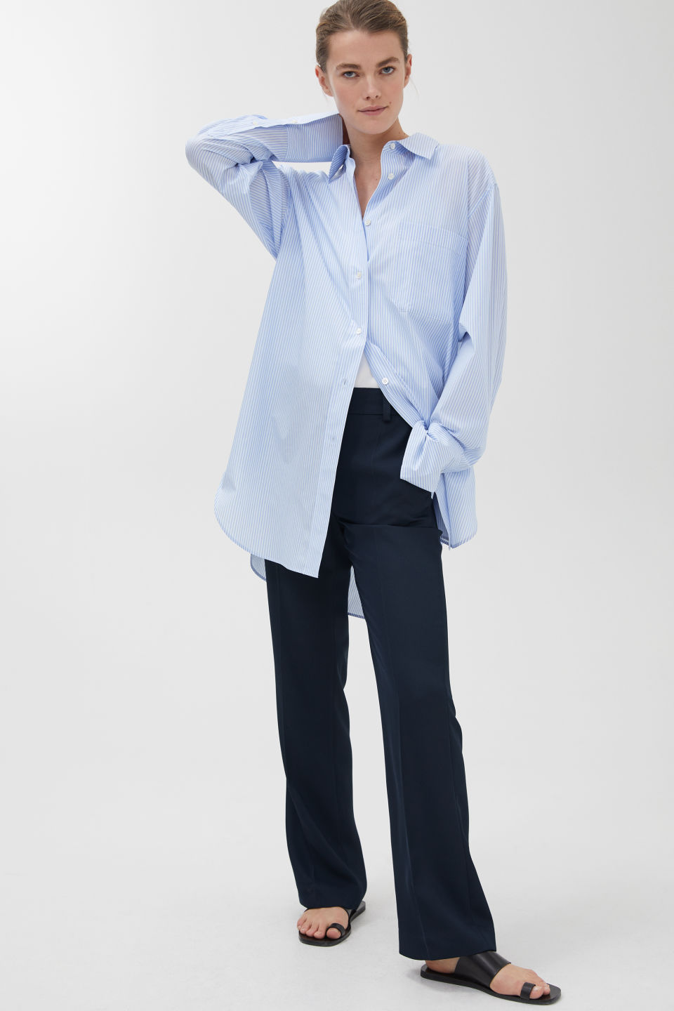 Model front image of Arket no img-fluid twill trousers in blue