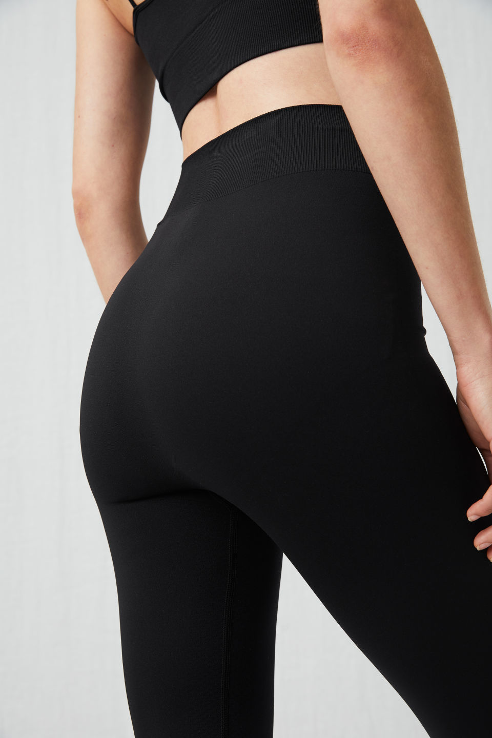 Detailed image of Arket seamless yoga tights in black