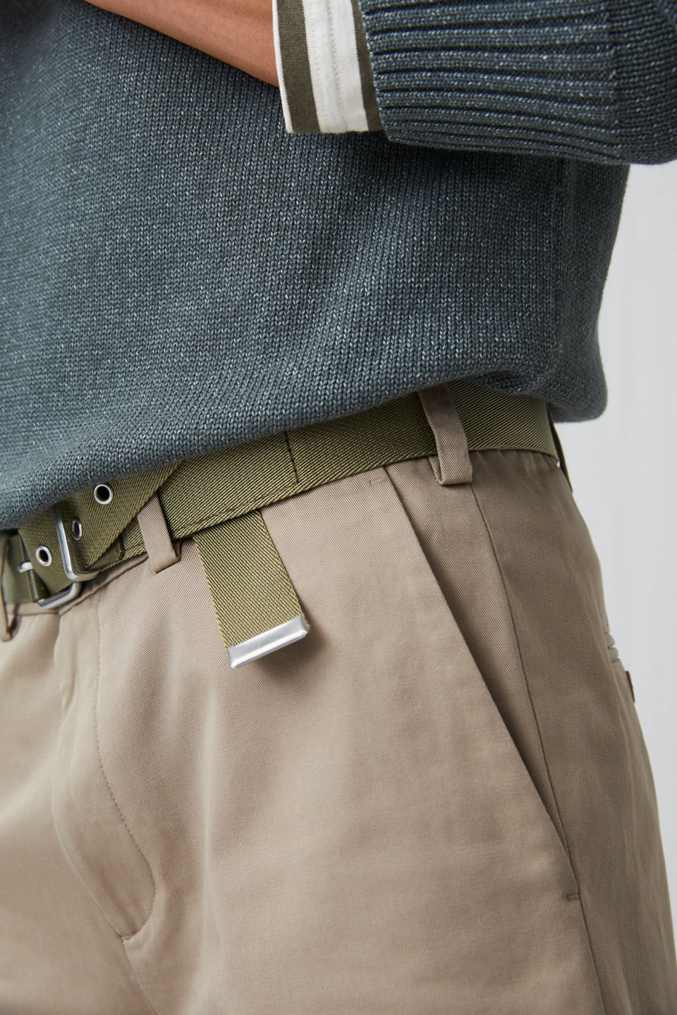 Detailed image of Arket standard chino shorts in beige